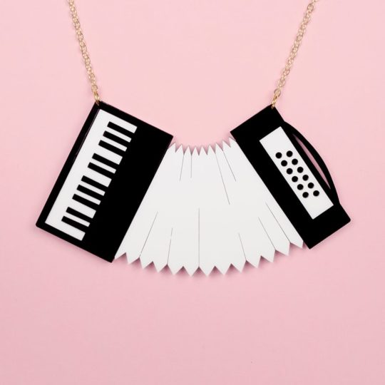 Collier-Accordeon-noir